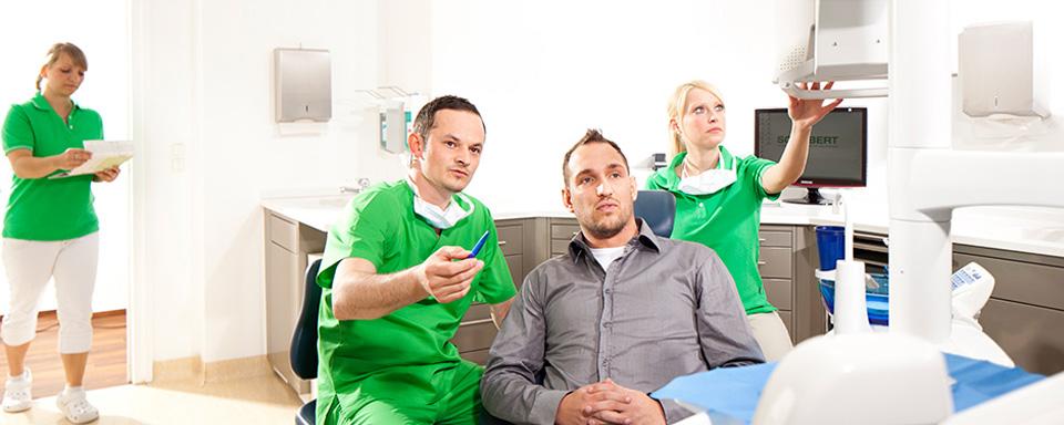 Zahnarzt Ron Schubert